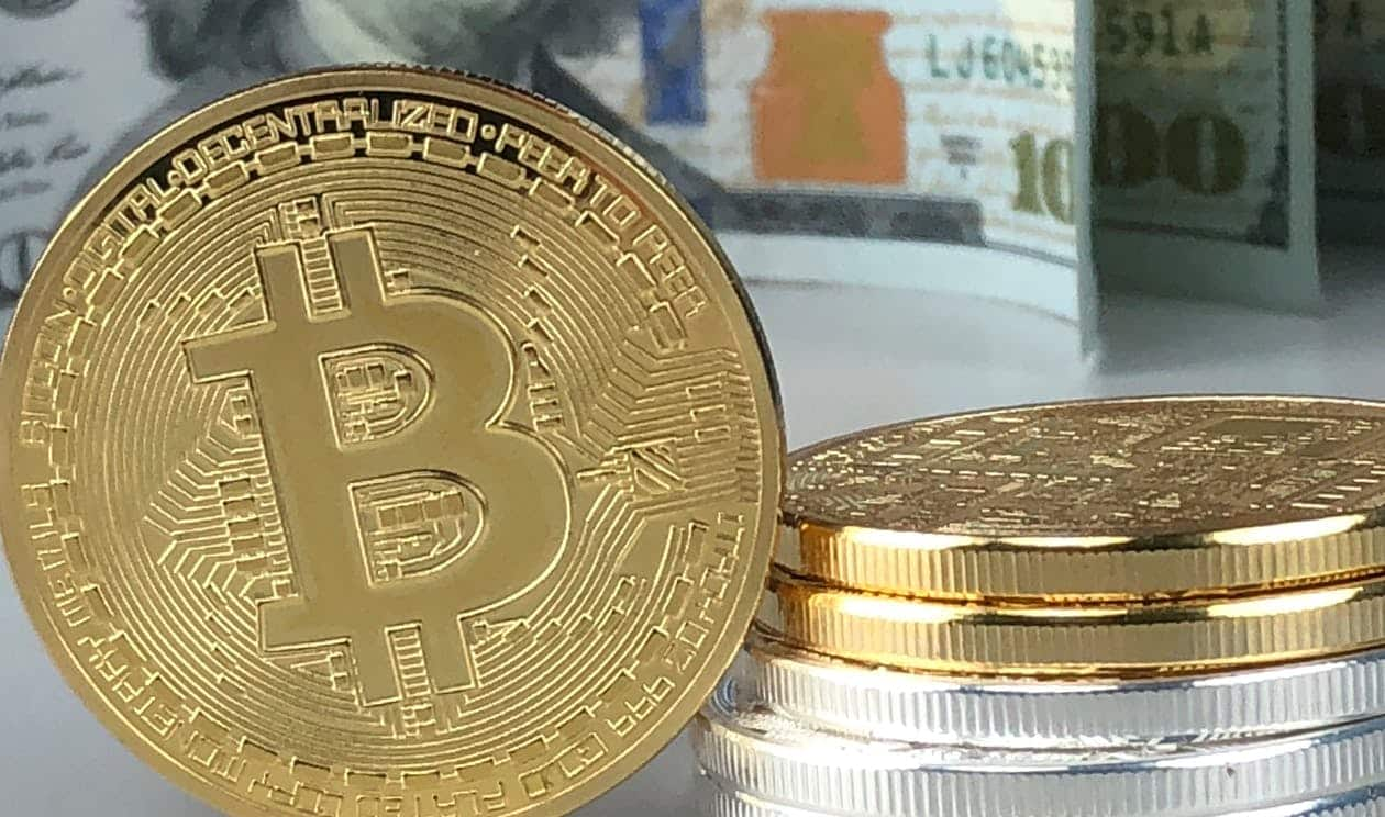 "Author of ""Rich Dad Poor Dad,"" Robert Kiyosaki Talks About Bitcoin, Calls Dollar a ""Scam"""